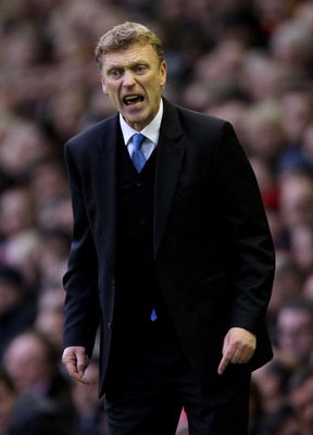 LIVERPOOL, ENGLAND - JANUARY 16:  Everton Manager David Moyes issues instructions during the Barclays Premier League match between Liverpool and Everton at Anfield on January 16, 2011 in Liverpool, England.  (Photo by Alex Livesey/Getty Images)