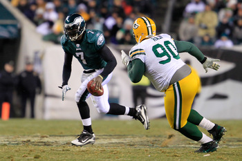 PHILADELPHIA, PA - JANUARY 09:  Michael Vick #7 of the Philadelphia Eagles scrtambles against B.J. Raji #90 of the Green Bay Packers during the 2011 NFC wild card playoff game at Lincoln Financial Field on January 9, 2011 in Philadelphia, Pennsylvania.  (