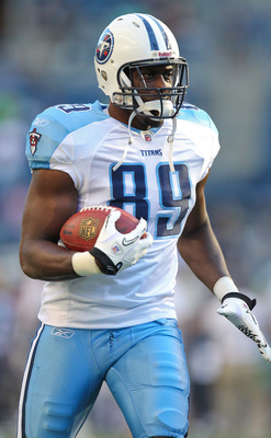 SEATTLE - AUGUST 14:  Wide receiver Jared Cook #89 of the Tennessee Titans rushes during warmups prior to the preseason game against the Seattle Seahawks at Qwest Field on August 14, 2010 in Seattle, Washington. (Photo by Otto Greule Jr/Getty Images)