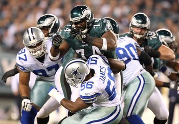 PHILADELPHIA - NOVEMBER 08:  Offensive tackle Winston Justice #74 of the Philadelphia Eagles blocks Bradie James #56 of the Dallas Cowboys at Lincoln Financial Field on November 8, 2009 in Philadelphia, Pennsylvania.  (Photo by Al Bello/Getty Images)