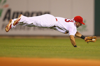 ST. LOUIS, MO - JULY 28: Daniel Descalso #33 of the St. Louis Cardinals makes a diving catch against the Houston Astros at Busch Stadium on July 28, 2011 in St. Louis, Missouri.  The Astros beat the Cardinals 5-3.  (Photo by Dilip Vishwanat/Getty Images)