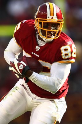 LANDOVER, MD - DECEMBER 06:  Fred Davis #86 of the Washington Redskins makes a break against the New Orleans Saints on December 6, 2009 at FedExField in Landover, Maryland.  (Photo by Chris McGrath/Getty Images)