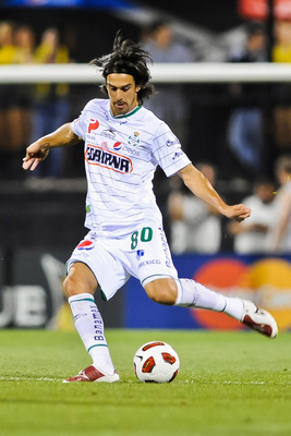 COLUMBUS, OH - SEPTEMBER 21: Jonathan Lacerda #80 of Santos Laguna controls the ball against the Columbus Crew on September 21, 2010 at Crew Stadium in Columbus, Ohio. (Photo by Jamie Sabau/Getty Images)