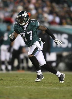 PHILADELPHIA - DECEMBER 20:  Quintin Mikell #27 of the Philadelphia Eagles pursues against the San Francisco 49ers at Lincoln Financial Field on December 20, 2009 in Philadelphia, Pennsylvania.  (Photo by Nick Laham/Getty Images)