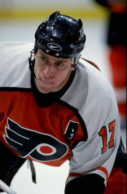 29 Dec 1998: Rod Brind ''Amour #17 of the Philadelphia Flyers waits for the puck during the game against the Calgary Flames at the Canadien Airlines Saddledome in Calgary, Alberta, Canada. The Flyers defeated the Flames 4-3 in overtime.