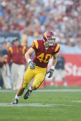 PASADENA, CA - DECEMBER 6:  Rhett Ellison #40 of the USC Trojans runs a pass route against the UCLA Bruins on December 6, 2008 at the Rose Bowl in Pasadena, California.  USC won 28-7.  (Photo by Jeff Golden/Getty Images)