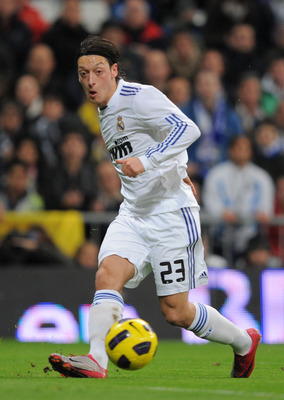 MADRID, SPAIN - JANUARY 09:  Mesut Ozil of Real Madrid passes the ball during the La Liga match between Real Madrid and Villarreal at Estadio Santiago Bernabeu on January 9, 2011 in Madrid, Spain.  (Photo by Denis Doyle/Getty Images)