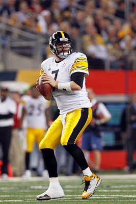 ARLINGTON, TX - FEBRUARY 06:  Quarterback Ben Roethlisberger #7 of the Pittsburgh Steelers looks to pass against the Green Bay Packers during Super Bowl XLV at Cowboys Stadium on February 6, 2011 in Arlington, Texas. The Packers won 31-25. (Photo by Kevin