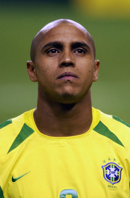 KOBE - JUNE 17:  Portrait of Roberto Carlos of Brazil before the FIFA World Cup Finals 2002 Second Round match between Brazil and Belgium played at the Kobe Wing Stadium, in Kobe, Japan on June 17, 2002. Brazil won the match 2-0. DIGITAL IMAGE. (Photo by