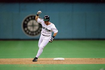 7 Oct 1995:  Edgar Martinez of the Seattle Mariners runs around second base after hitting a grand slam during the game against the New York Yankees at the Kingdome in Seattle, Washington. The Mariners defeated the Yankees 11-8. Mandatory Credit: Stephen D