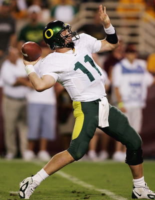 TEMPE, AZ - OCTOBER 08:   Quarterback Kellen Clemens #11 of the Oregon Ducks throws a pass against the Arizona St. Sun Devils on October 8, 2005 at Sun Devil Stadium Stadium in Tempe, Arizona.  (Photo by Jonathan Ferrey/Getty Images)