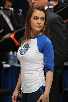LOS ANGELES, CA - JUNE 25:  Actress Alyssa Milano walks on the floor during the 2010 NHL Entry Draft at Staples Center on June 25, 2010 in Los Angeles, California.  (Photo by Bruce Bennett/Getty Images)