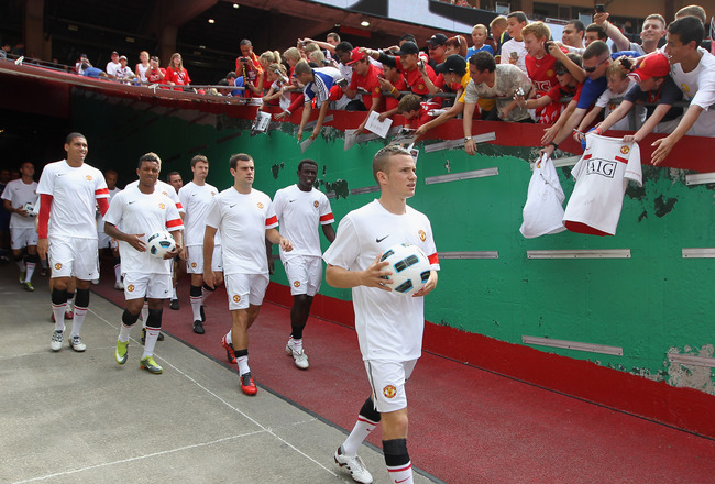 KANSAS CITY, MO - JULY 25:  Manchester United players enter the field to warm up prior to the start of the game the Kansas City Wizards against at Arrowhead Stadium on July 25, 2010 in Kansas City, Missouri.  (Photo by Jamie Squire/Getty Images)