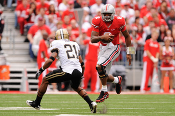 COLUMBUS, OH - OCTOBER 23:  Terrelle Pryor #2 of the Ohio State Buckeyes looks for running room as Ricardo Allen #21 of the Purdue Boilermakers defends at Ohio Stadium on October 23, 2010 in Columbus, Ohio.  (Photo by Jamie Sabau/Getty Images)