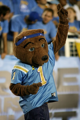 PASADENA, CA - SEPTEMBER 09:  Joe Bruin, the mascot of the UCLA Bruins, cheers on the team against the Rice Owls on September 9, 2006 at the Rose Bowl in Pasadena, California. The Bruins defeated the Owls 26-16.  (Photo by Christian Petersen/Getty Images)