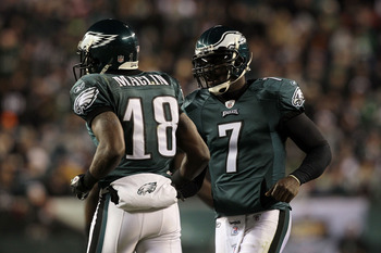 PHILADELPHIA, PA - DECEMBER 28: Michael Vick #7 shakes hands with Jeremy Maclin #18 of the Philadelphia Eagles after a play against the Minnesota Vikings at Lincoln Financial Field on December 28, 2010 in Philadelphia, Pennsylvania. (Photo by Jim McIsaac/