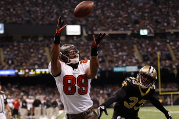 NEW ORLEANS, LA - JANUARY 02:  Dezmon Briscoe #89 of the Tampa Bay Buccaneers catches a touchdown pass over Jabari Greer #33 of the New Orleans Saints at the Louisiana Superdome on January 2, 2011 in New Orleans, Louisiana.  (Photo by Chris Graythen/Getty