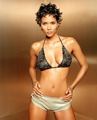 Halle-berry-in-bikinis3_display_image