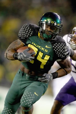 EUGENE, OR - AUGUST 30:  Jeremiah Johnson #24 of the Oregon Ducks runs the ball against the Washington Huskies at Autzen Stadium on August 30, 2008 in Eugene, Oregon. (Photo by Jonathan Ferrey/Getty Images)