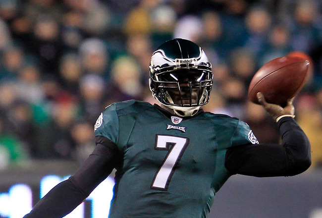 PHILADELPHIA, PA - JANUARY 09:  Michael Vick #7 of the Philadelphia Eagles scrambles against the Green Bay Packers during the 2011 NFC wild card playoff game at Lincoln Financial Field on January 9, 2011 in Philadelphia, Pennsylvania.  (Photo by Chris Tro