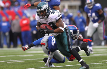 EAST RUTHERFORD, NJ - DECEMBER 19: Jerome Harrison #33 of the Philadelphia Eagles runs with the ball against the New York Giants at New Meadowlands Stadium on December 19, 2010 in East Rutherford, New Jersey.  (Photo by Nick Laham/Getty Images)