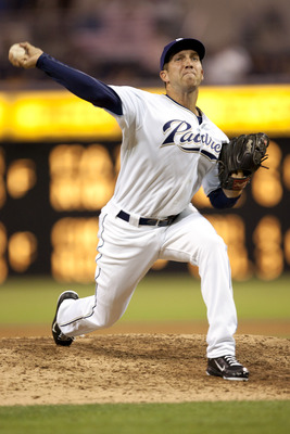 SAN DIEGO, CA - AUGUST 1: Erik Hamren #40 of the San Diego Padres pitches the ball in the 9th inning of the game against the Los Angeles Dodgers at Petco Park on August 1, 2011 in San Diego, California. (Photo by Kent C. Horner/Getty Images)