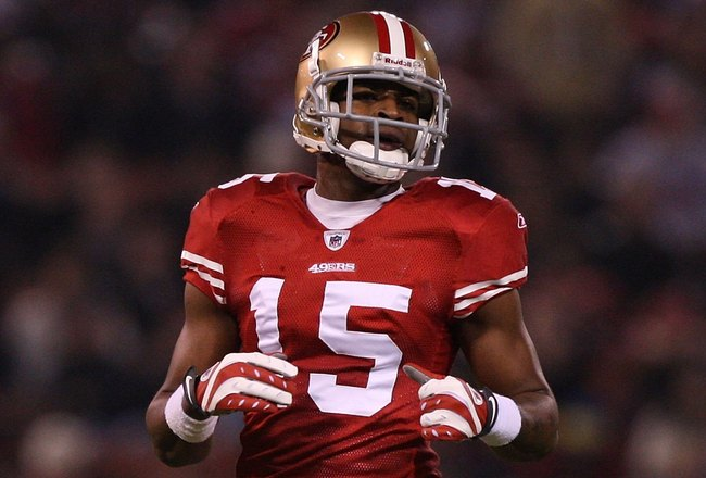 SAN FRANCISCO - DECEMBER 14:  Michael Crabtree #15 of the San Francisco 49ers in action against the Arizona Cardinals at Candlestick Park on December 14, 2009 in San Francisco, California.  (Photo by Jed Jacobsohn/Getty Images)