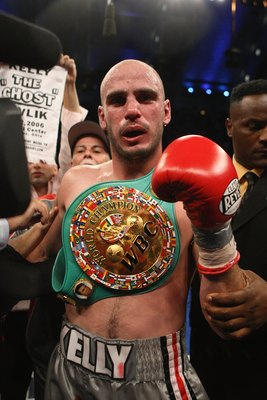 ATLANTIC CITY, NJ - SEPTEMBER 29:  Kelly Pavlik celebrates his victory after his WBC & WBO World Middleweight Championship fight against Jermaine Taylor at Boardwalk Hall on September 29, 2007 in Atlantic City, New Jersey. (Photo by Al Bello/Getty Images)