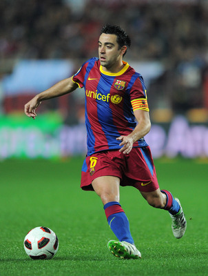 SEVILLE, SPAIN - MARCH 13:   Xavi Hernandez of Barcelona runs with the ball during the la Liga match between Sevilla and Barcelona at Estadio Ramon Sanchez Pizjuan on March 13, 2011 in Seville, Spain.  (Photo by Jasper Juinen/Getty Images)