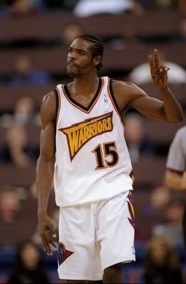 12 Nov 1997:  Latrell Sprewell #15 of the Golden State Warriors gestures during the Warriors 102-71 loss to the Detroit Pistons at the Oakland Coliseum in Oakland, California.    Mandatory Credit: Otto Greule Jr./Allsport