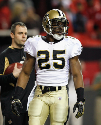 ATLANTA, GA - DECEMBER 27:  Reggie Bush #25 of the New Orleans Saints against the Atlanta Falcons at Georgia Dome on December 27, 2010 in Atlanta, Georgia.  (Photo by Kevin C. Cox/Getty Images)