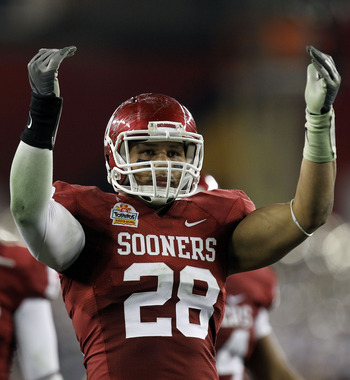 GLENDALE, AZ - JANUARY 01:  Travis Lewis #28 of the Oklahoma Sooners reacts at the end of the game against the Connecticut Huskies during the Tostitos Fiesta Bowl at the Universtity of Phoenix Stadium on January 1, 2011 in Glendale, Arizona.  (Photo by Ro