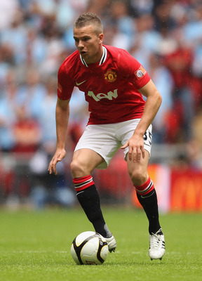 LONDON, ENGLAND - AUGUST 07:  Tom Cleverley of Manchester United in action during the FA Community Shield match sponsored by McDonald's between Manchester City and Manchester United at Wembley Stadium on August 7, 2011 in London, England.  (Photo by Ian W