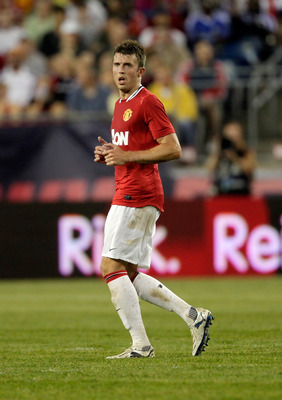 FOXBORO, MA - JULY 13:  Michael Carrick #16 of Manchester United competes against the New England Revolution during a friendly match at Gillette Stadium on July 13, 2011 in Foxboro, Massachusetts. (Photo by Jim Rogash/Getty Images)