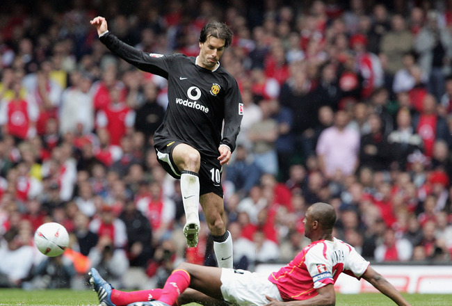 CARDIFF, UNITED KINGDOM - MAY 21: Patrick Vieira of Arsenal tackles Ruud Van Nistelrooy of Manchester United during the FA Cup Final between Arsenal and Manchester United at The Millennium Stadium on May 21, 2005 in Cardiff, Wales.  (Photo by Phil Cole/Ge