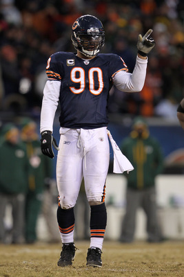CHICAGO, IL - JANUARY 23:  Julius Peppers #90 of the Chicago Bears reacts while taking on the Green Bay Packers in the NFC Championship Game at Soldier Field on January 23, 2011 in Chicago, Illinois.  (Photo by Jamie Squire/Getty Images)