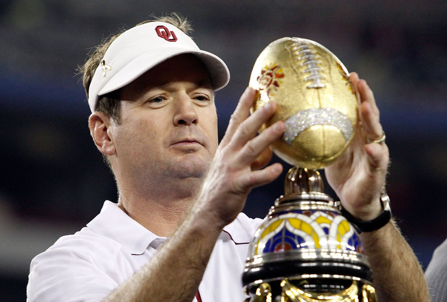 GLENDALE, AZ - JANUARY 01:  Head coach Bob Stoops of the Sooners celebrates the 48-20 victory against the Connecticut Huskies during the Tostitos Fiesta Bowl at the Universtity of Phoenix Stadium on January 1, 2011 in Glendale, Arizona.  (Photo by Tom Pen