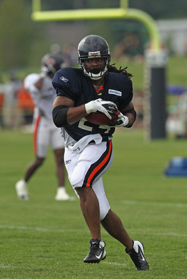 BOURBONNAIS, IL - AUGUST 06:  Marion Barber #24 of the Chicago Bearsruns with the ball during a summer training camp practice at Olivet Nazarene University on August 6, 2011 in Bourbonnais, Illinois.  (Photo by Jonathan Daniel/Getty Images)
