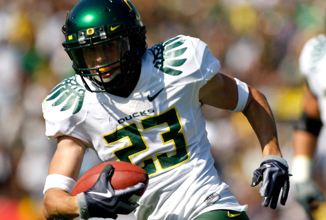 PASADENA, CA. - OCTOBER 10: Jeff Maehl #23 of the the Oregon Ducks runs a touchdown in the third quarter on October 10, 2009 at the Rosebowl in Pasadena, California. The Ducks defeated the Bruins 24-10  (Photo by Jacob De golish/Getty Images)
