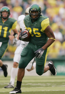 EUGENE, OR - SEPTEMBER 25 :  Tight end Tim Day #85 of the Oregon Ducks runs against the Idaho Vandals during the game on September 25, 2004 at Autzen Stadium in Eugene, Oregon. The Ducks won 48-10. (Photo by Jonathan Ferrey/Getty Images)