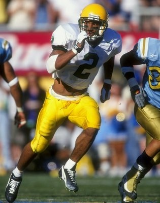 17 Oct 1998: Tony Hartley #2 of the Oregon Ducks runs during the game against the UCLA Bruins at the Rose Bowl in Pasadena, California. The UCLA defeated the Ducks 41-38. Mandatory Credit: Tom Hauck  /Allsport