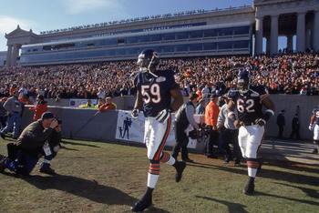 2 Dec 2001:  Linebacker Rosevelt Colvin #59 of the Chicago Bears runs onto the field before the NFL game against the Detroit Lions at Soldier Field in Chicago, Illinois.  The Bears defeated the Lions 13-10.  Mandatory Credit: Jonathan Daniel/Getty Images