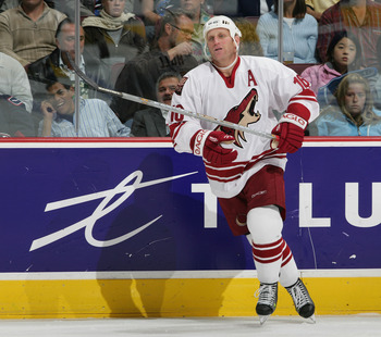 VANCOUVER, CANADA - OCTOBER 5:  Brett Hull #16 of the Phoenix Coyotes skates up the ice during his NHL game against the Vancouver Canucks at General Motors Place on October 5, 2005 in Vancouver, Canada.   Vancouver defeated Phoenix 4-2.  (Photo by Jeff Vi