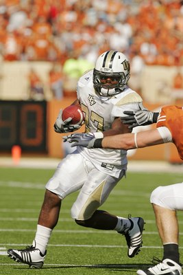 AUSTIN, TX - NOVEMBER 07:  Running back Jonathan Davis #27 of the UCF Knights runs the ball against the Texas Longhorns on November 7, 2009 at Darrell K Royal - Texas Memorial Stadium in Austin, Texas.  Texas won 35-3.  (Photo by Brian Bahr/Getty Images)