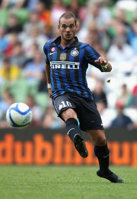 DUBLIN, IRELAND - JULY 31:  Wesley Sneijder of Inter Milan passes the ball during the Dublin Super Cup match between Inter Milan and Manchester City at the Aviva Stadium on July 31, 2011 in Dublin, Ireland.  (Photo by David Rogers/Getty Images)