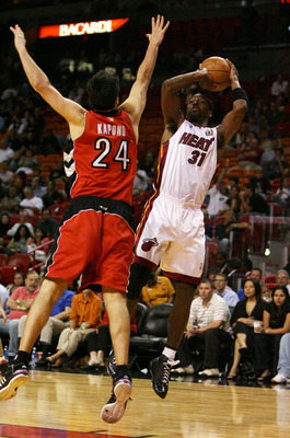 MIAMI - MARCH 05:  Ricky Davis #31 of the Miami Heat shoots over Jason Kapono #24 of the Toronto Raptors at American Airlines Arena on March 5,  2008 in Miami, Florida.  NOTE TO USER: User expressly acknowledges and agrees that, by downloading and or usin