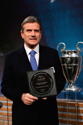 NYON, SWITZERLAND - DECEMBER 16:  Giacinto Facchetti of Inter Milan receives a plaque during the draw for the knock-out round of the Champions League at the UEFA headquarters on December 16, 2005 in Nyon, Switzerland. (Photo by John Gichigi/Getty Images)