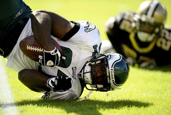 PHILADELPHIA - SEPTEMBER 20:  Jason Avant #81 of the Philadelphia Eagles hits the ground during a game against the New Orleans Saints at Lincoln Financial Field on September 20, 2009 in Philadelphia, Pennsylvania.  (Photo by Jeff Zelevansky/Getty Images)