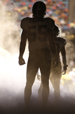 NEW ORLEANS - AUGUST 14:  Linebacker Scott Fujita #55 of the New Orleans Saints stands in the tunnel during team introductions prior to a preseason game against the Cincinnati Bengals on August 14, 2009 at the Superdome in New Orleans, Louisiana. (Photo b