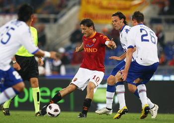 ROME, ITALY - MAY 22:  Francesco Totti (C) of AS Roma in action during the Serie A match between AS Roma and UC Sampdoria at Stadio Olimpico on May 22, 2011 in Rome, Italy.  (Photo by Paolo Bruno/Getty Images)
